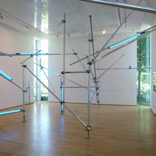 Stabilzing Light (Ahlen), 2017 / scaffolding tubes, steel clamps, fluorescent tubes, cable, cable binders / approx. 4.3 x 8 x 12 m